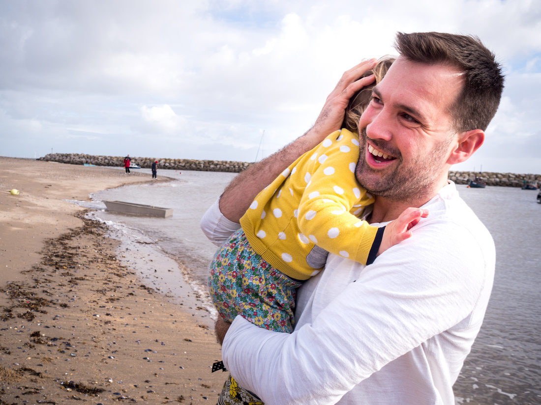Medlock Family Photo Shoot in Rhos on Sea with Celynnen Photography