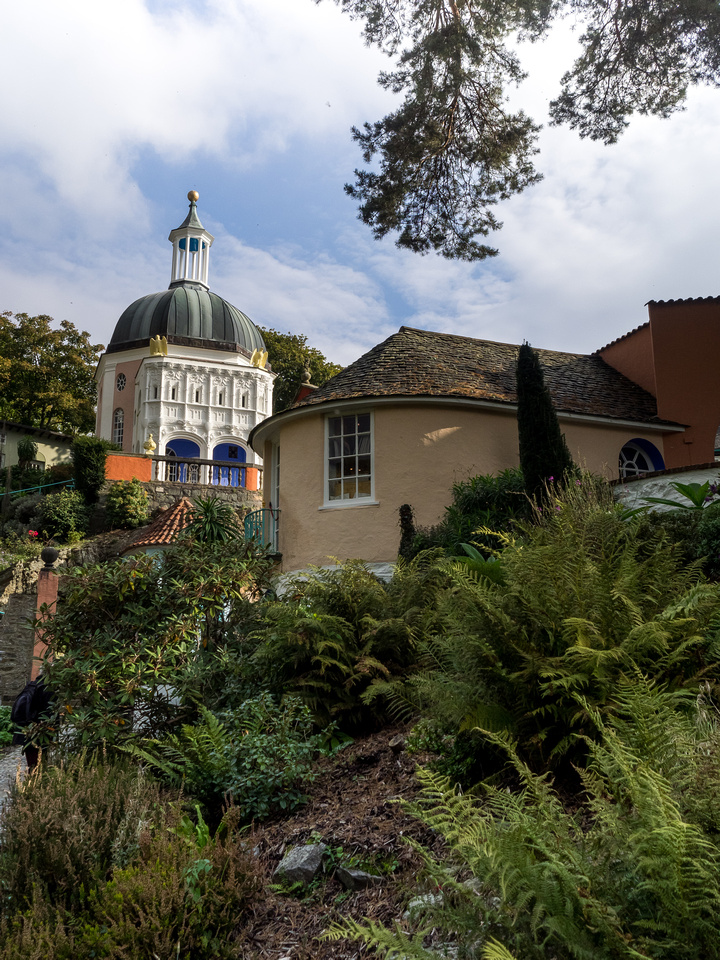 A photography of some of the scenery from a wedding day in sunny Portmeirion.