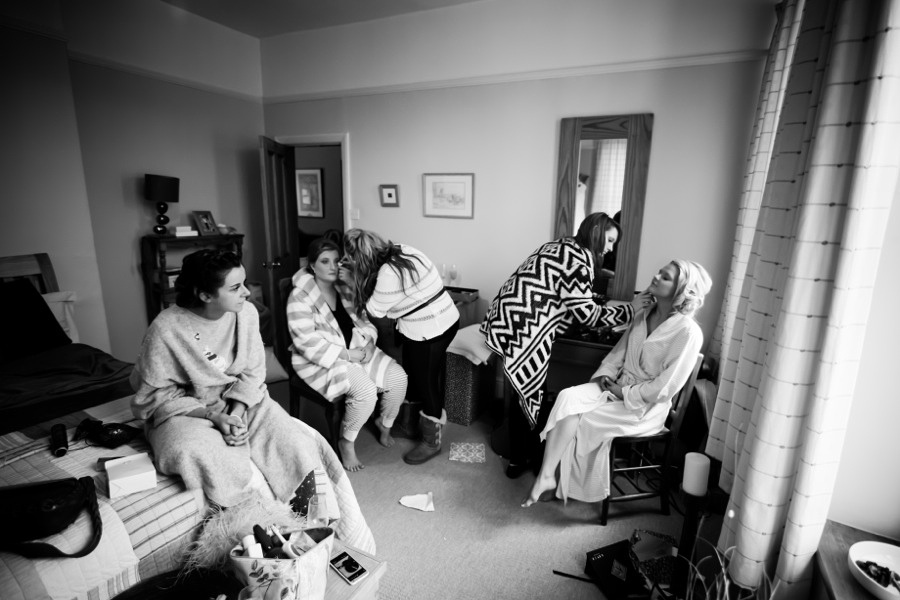 Makeup before the Wedding by Photographer Celynnen Photography
